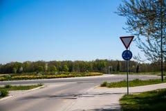 Rotonda a Dachau, isola centrale piantata, isola pedonale fotografie stock libere da diritti