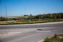 Rotonda a Dachau, isola centrale piantata, isola pedonale immagini stock