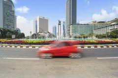 Rotonda dell'Indonesia dell'hotel con i grattacieli immagine stock