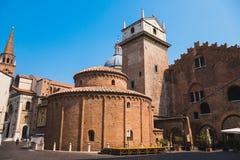 Rotonda Di San Lorenzo kerk in Mantua stock foto