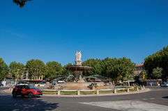 Rotonda e fontana a Aix-en-Provence fotografia stock