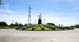Rotonda e giardino con la scultura fotografia stock libera da diritti