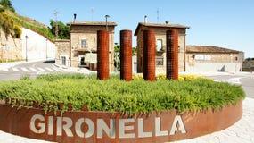 Rotonda sulla strada principale di Gironella fotografia stock