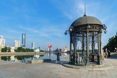 Rotonde op de dijk in het centrum van Yekaterinburg Rusland Royalty-vrije Stock Fotografie