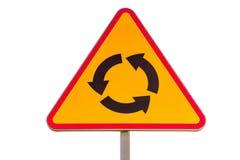 ` Rotonde vooruit ` - Poolse die verkeersteken op witte achtergrond worden geïsoleerd Royalty-vrije Stock Fotografie