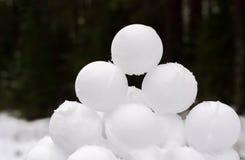Rotondo, uguale, belle palle di neve immagini stock libere da diritti