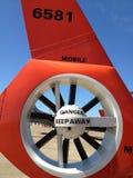 Rotor militar del helicóptero con la señalización del peligro fotografía de archivo