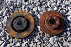 Rotores abandonados e oxidados do freio fotografia de stock royalty free