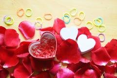 Rotrose und -herzen Valentinsgruß-Tag Stockfotos