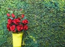 Rotrosenblumenstrauß für Valentinstag Stockbilder