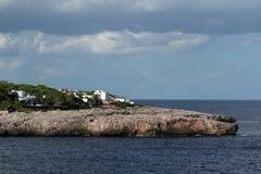 Rots, Cruiseschip van S Forti, Cala d'Or, Cala Gran, Cala Esmeralda, Cala Ferrera, Cala Marcal aan Porto Colom, Majorca stock afbeeldingen