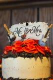Rots - en - de cake van het broodjeshuwelijk Stock Fotografie