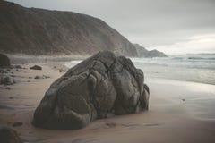 Rots in het zand Stock Afbeeldingen