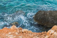 Rots op de Mediterrane kust royalty-vrije stock afbeeldingen