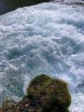 Rots, stroomversnelling, en waterval Stock Afbeelding