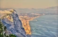 Rots van Gibraltar in mist Een Brits Gebied overzee stock foto
