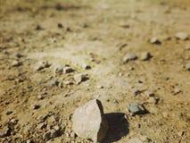 Rots in woestijn hete klimaat, kijkend als Mars Stock Fotografie