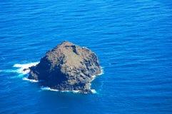 Rotsachtig eiland Stock Afbeelding