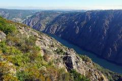 Rotsachtig landschap met rivier Sil in Galicië Royalty-vrije Stock Afbeeldingen