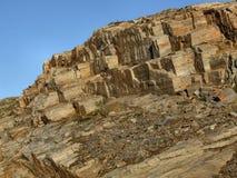 Rotsachtig landschap - naakte steenmuur stock afbeeldingen