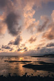 Rotsachtig strand bij uiteinde van Borneo Stock Foto