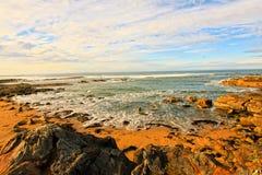 Rotsachtig Strand Cambo in Schotland stock afbeelding