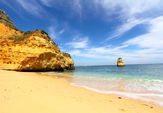 Rotsachtig strand, Lagos, Portugal Royalty-vrije Stock Afbeeldingen