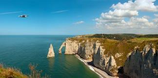 Rotsachtig Strand in Normandië, Frankrijk Stock Afbeeldingen