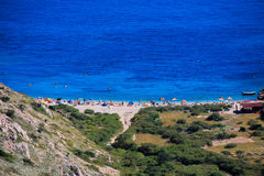 Rotsachtig strand Stara Baska Kroatië stock afbeelding