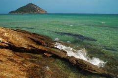 Rotsachtig strand in Thassos eiland, Griekenland Royalty-vrije Stock Afbeelding