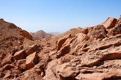 Rotsachtig woestijnlandschap dichtbij Eilat in Israël Stock Foto