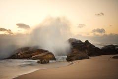 Rotsachtig zeegezicht op de Portugese kosten Royalty-vrije Stock Foto
