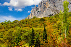 Rotsachtige berg in de herfst Stock Afbeelding