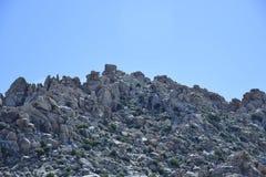 Rotsachtige berg in de woestijnen van Joshua Tree California royalty-vrije stock afbeelding