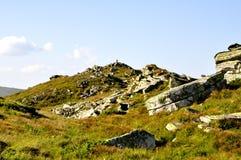 Rotsachtige bergbovenkant stock foto