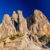 Rotsachtige Bergen bij zonsondergang DE ALPEN VAN HET DOLOMIET, ITALIË Royalty-vrije Stock Afbeeldingen