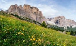 Rotsachtige Bergen bij zonsondergang DE ALPEN VAN HET DOLOMIET, ITALIË Stock Foto's