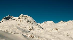 Rotsachtige bergen in de winter Royalty-vrije Stock Fotografie