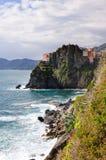 Rotsachtige bergen op de kustlijn, via del Amore in het nationale park Cinque Terre, Manarola Royalty-vrije Stock Afbeelding