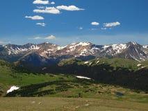 Rotsachtige Bergketen Stock Afbeeldingen