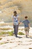 Rotsachtige de kustlijn, de broer en de zustergang van Malta samen Stock Fotografie