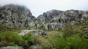 Rotsachtige heuvel in Covao DA Ametade - Manteigas stock video