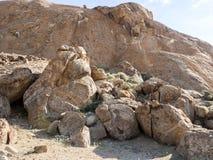 Rotsachtige heuvels in de woestijn van centraal Namibië stock foto