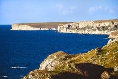 Rotsachtige klippen, de kust van de Zwarte Zee Royalty-vrije Stock Foto's
