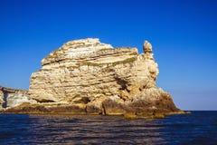 Rotsachtige klippen, de kust van de Zwarte Zee Stock Fotografie