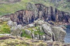 Rotsachtige klippen op de Cornwall kust royalty-vrije stock foto's
