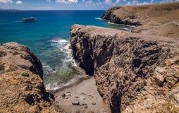 Rotsachtige klippen op Playa Mujeres Royalty-vrije Stock Fotografie