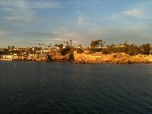 Rotsachtige klippen van corona Del Mar Royalty-vrije Stock Foto's