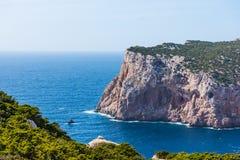 Rotsachtige kust in Capo Caccia stock foto