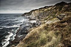 Rotsachtige kust dichtbij Heilige Jean de Luz, Frankrijk Stock Foto
